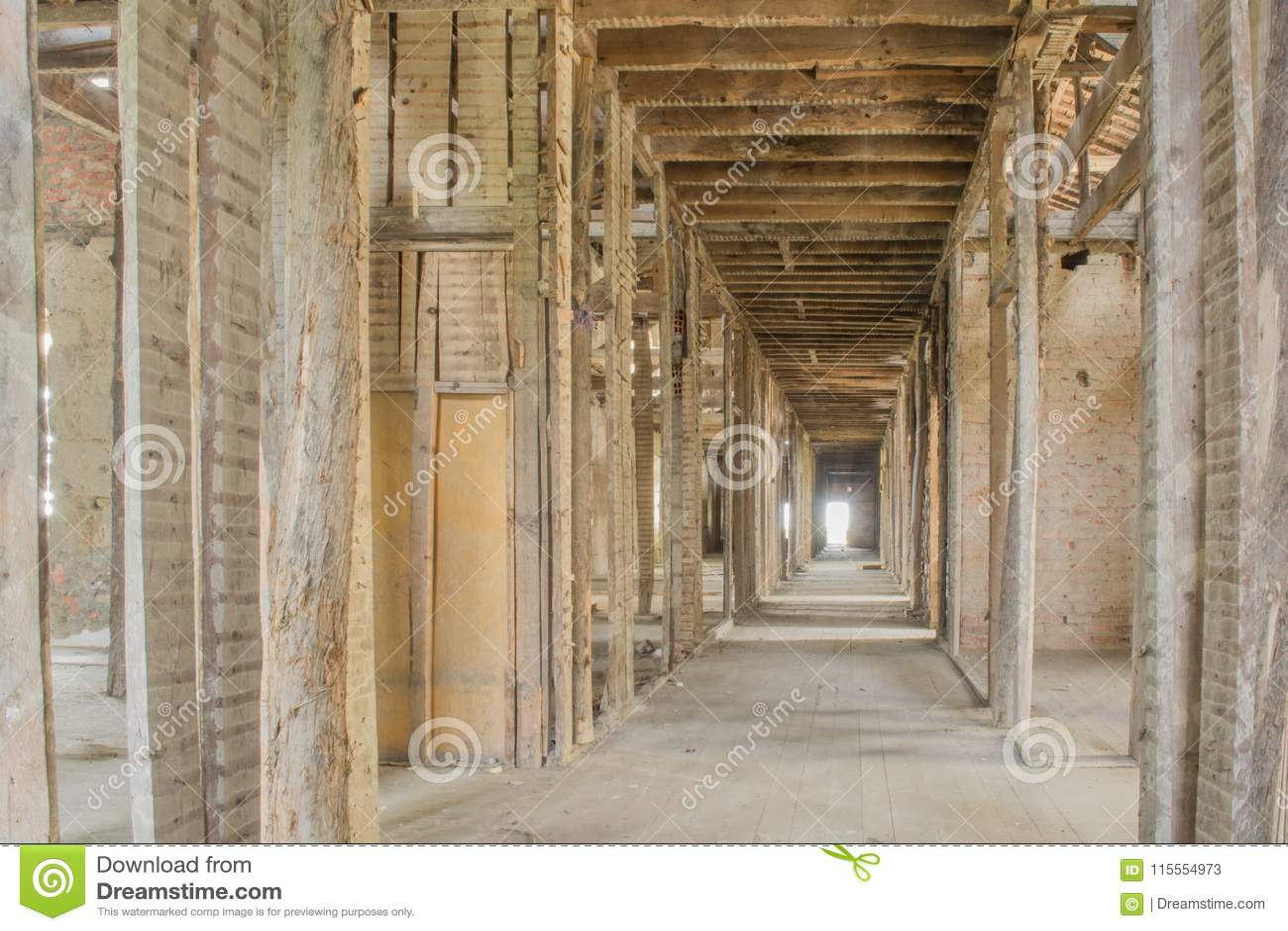Tejado abandonado viejo del sanatorio en Portugal