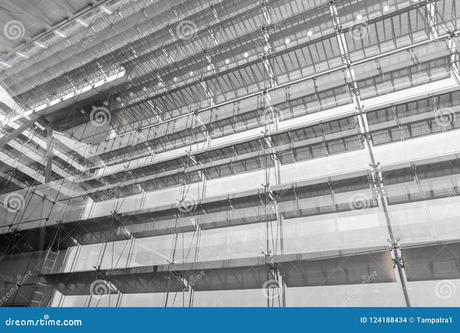 Tejado De La Estructura De Acero Del Edificio De Oficinas Fachada De ...