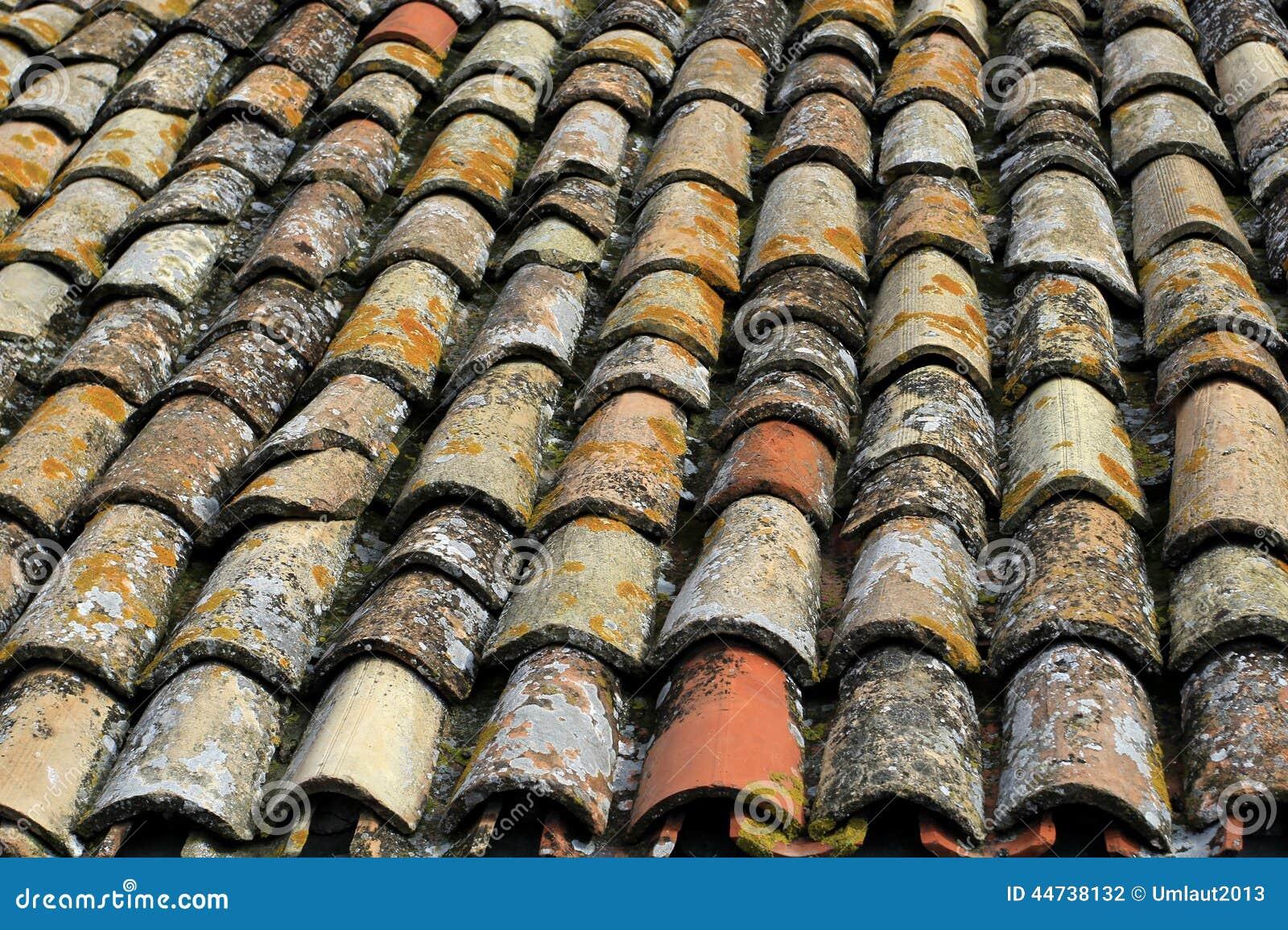 Tejado de piedra coloreado antiguo foto de archivo for Tejados de madera antiguos