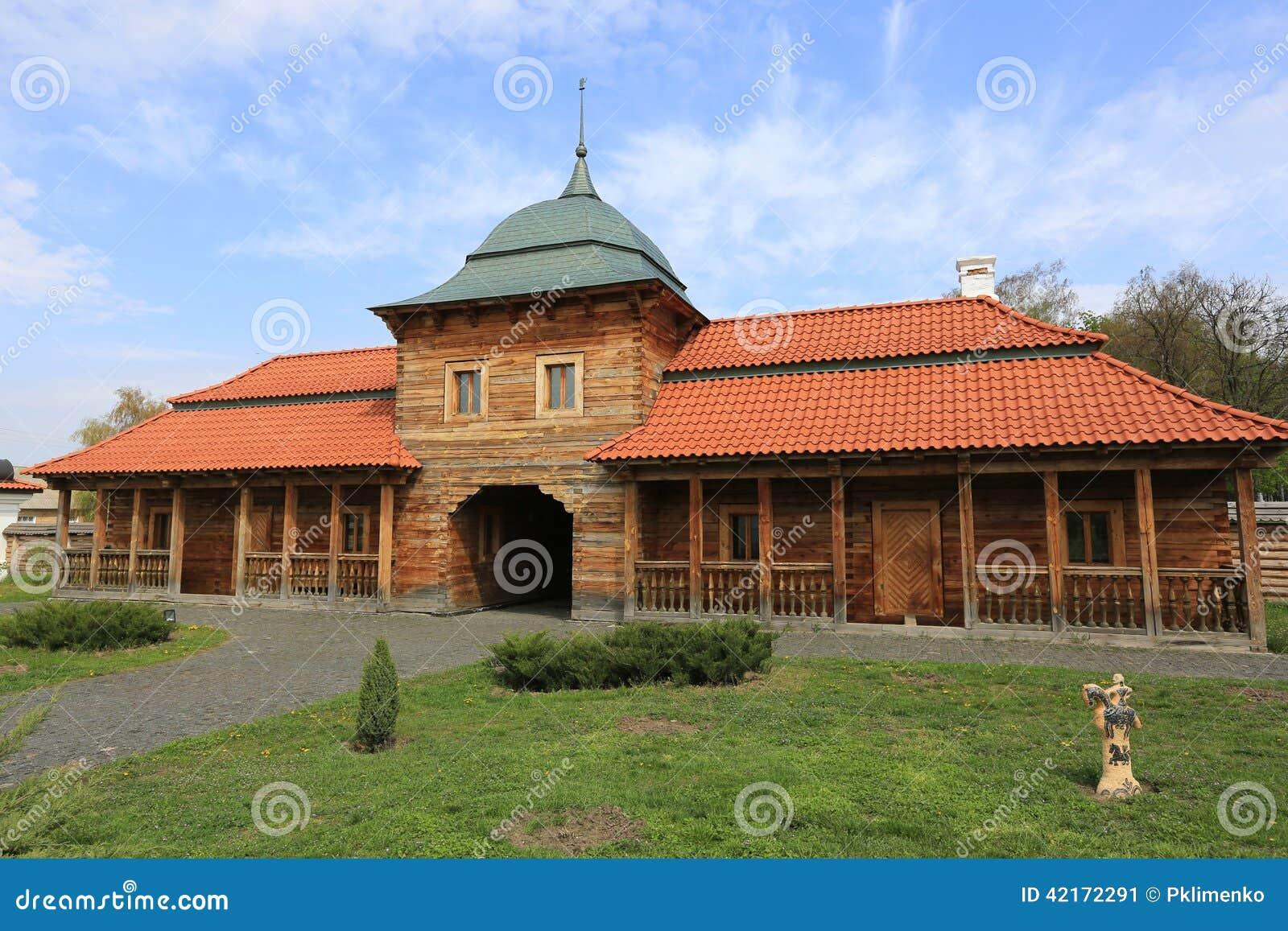 Tejado de teja roja de madera ucraniano del wuth de la for Tejados de madera casas