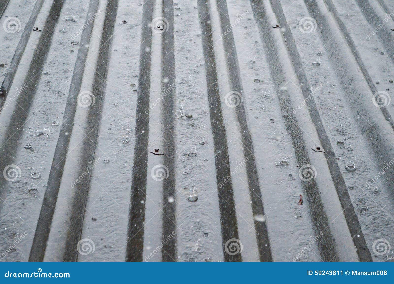 Download Tejado de Tild imagen de archivo. Imagen de gota, raining - 59243811