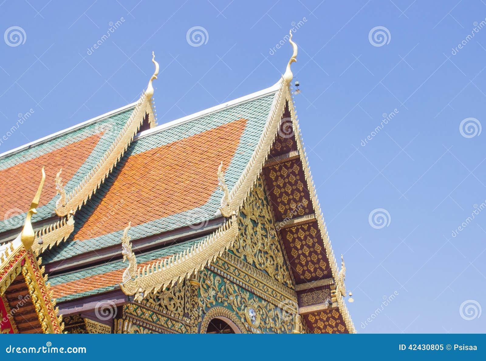 Tejado tailandés del templo del arte
