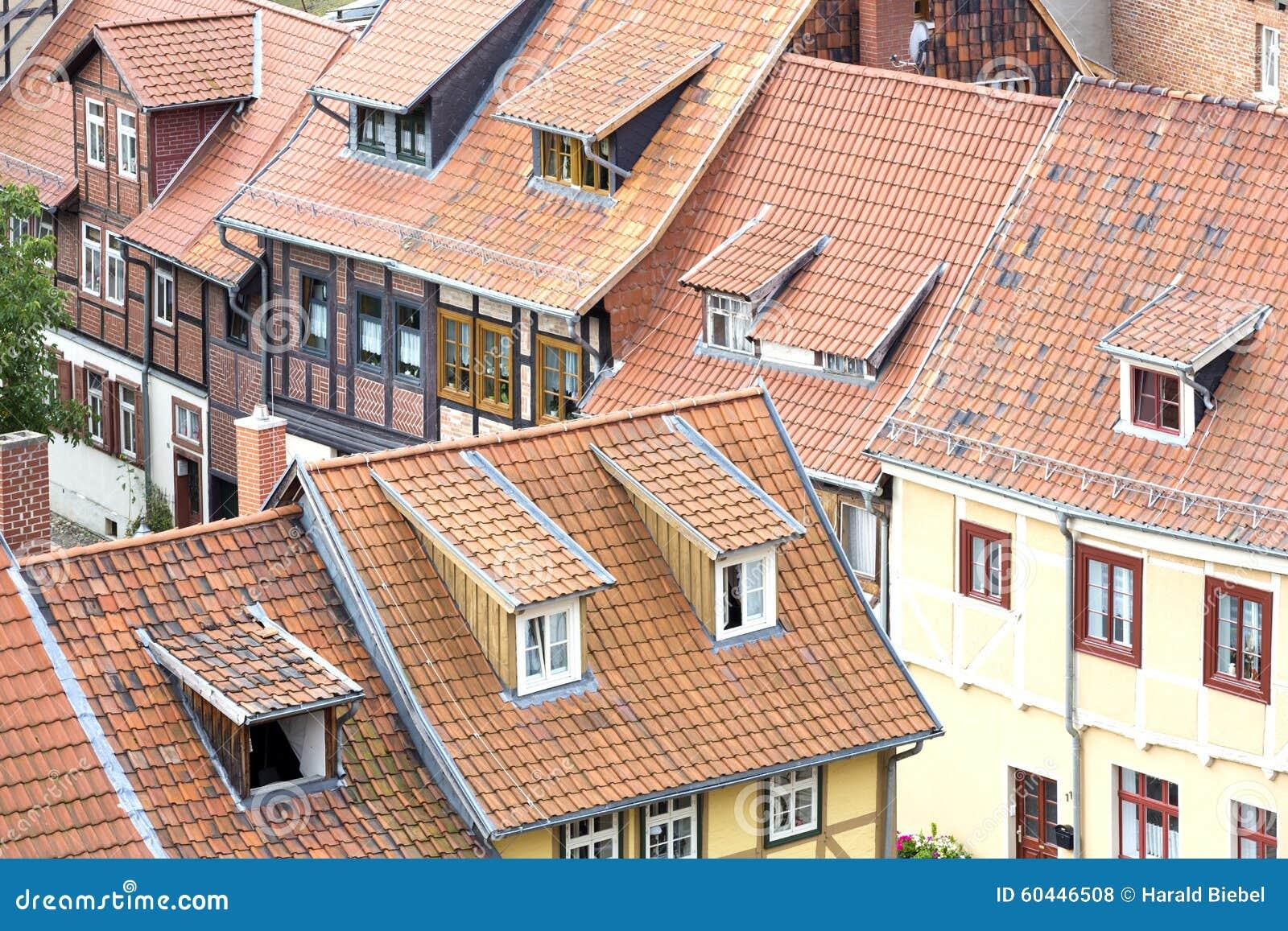 tejados de casas de entramado de madera foto de archivo