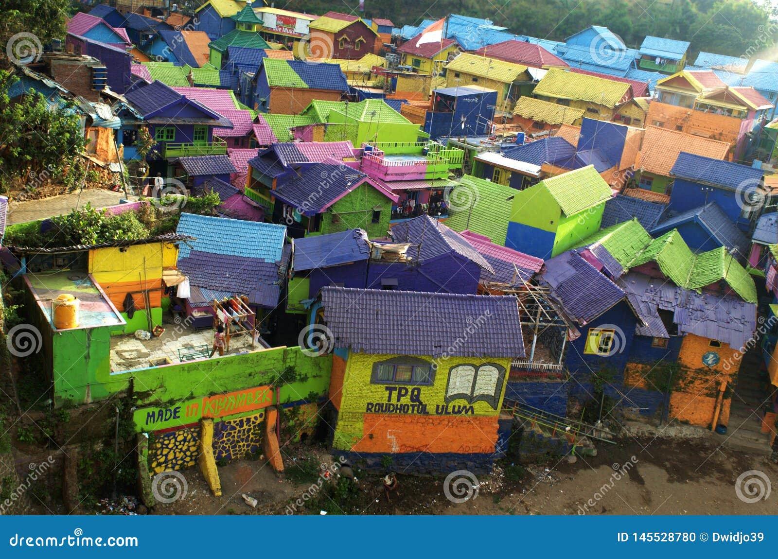 Tejados vivos del color del pueblo de Jodipan