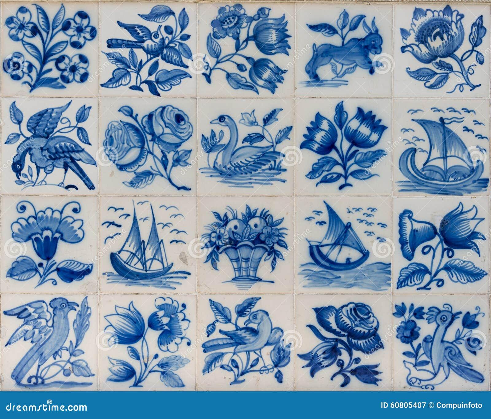 Tejas de cerámica del azulejo fuera del edificio en Lisboa