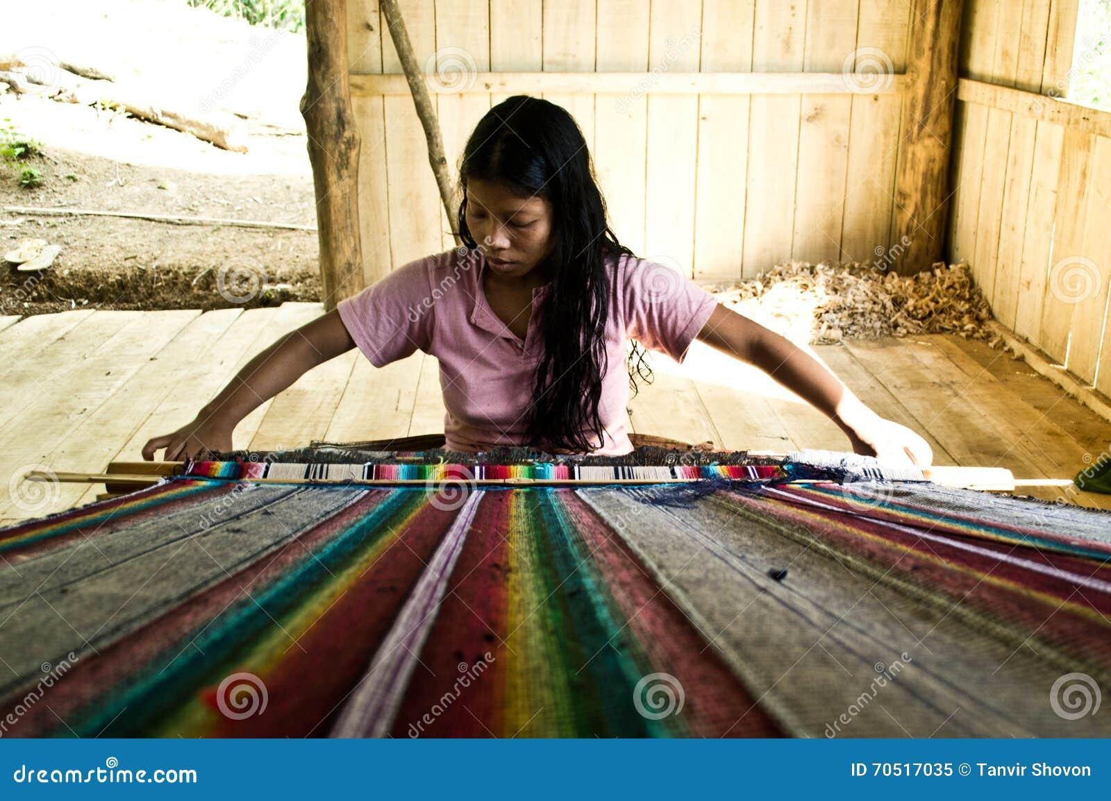 Tejedor tribal de la mujer
