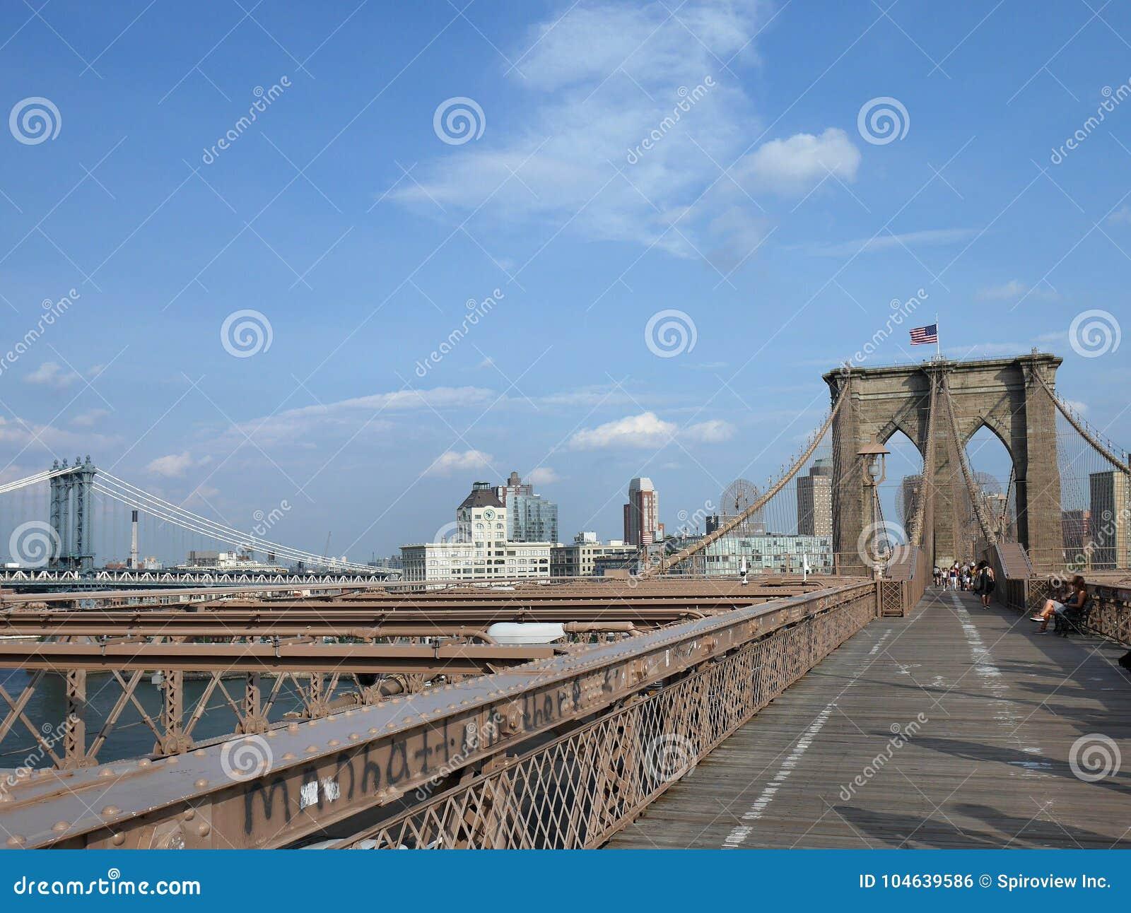 Download Teken, Bakstenen, Dichtbij De Brug Van Brooklyn Redactionele Foto - Afbeelding bestaande uit voetganger, steeg: 104639586