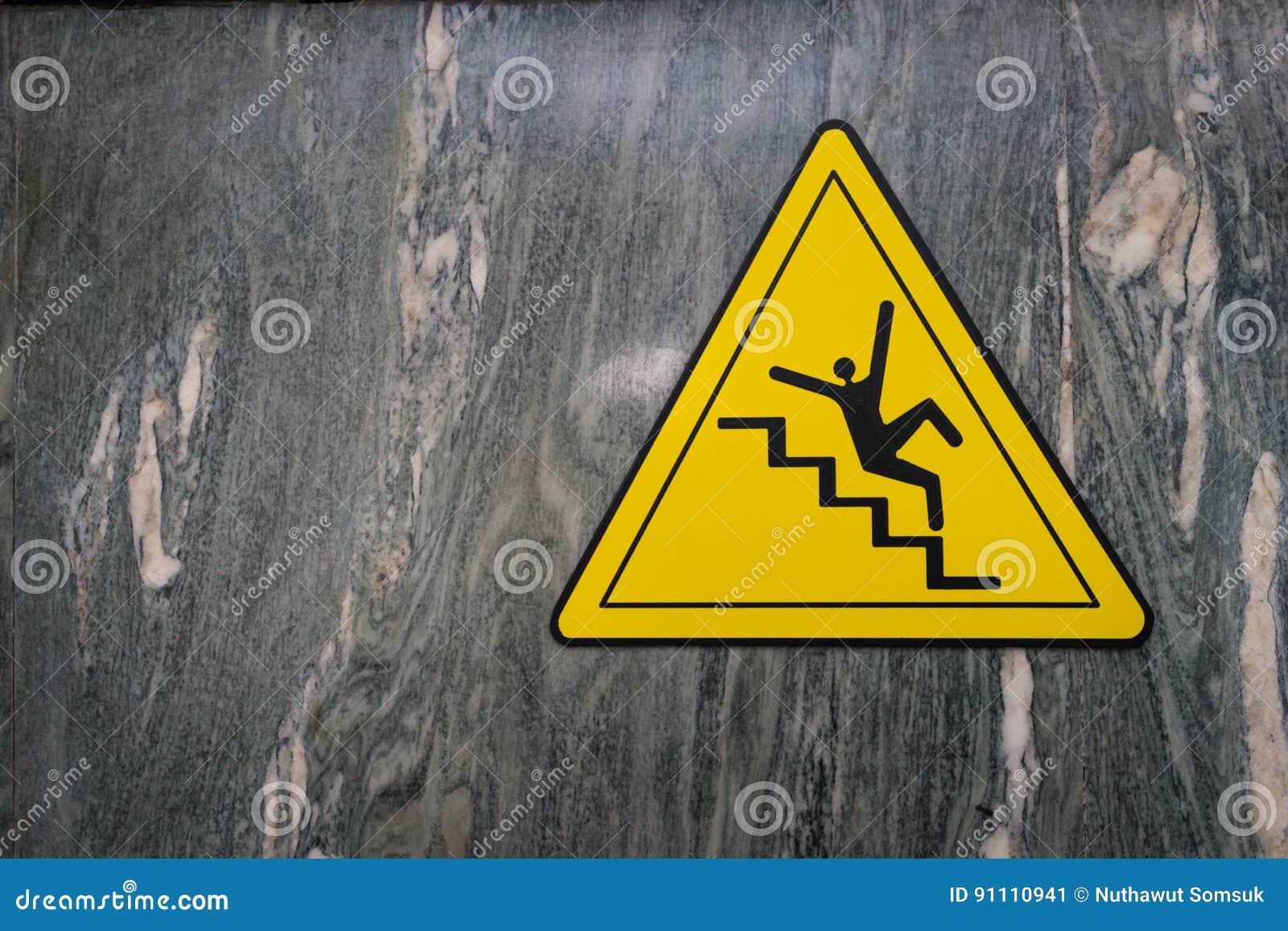 Teken van gevaar van dalende de waarschuwingsvoorzichtigheid van de tredenmisstap op marmer