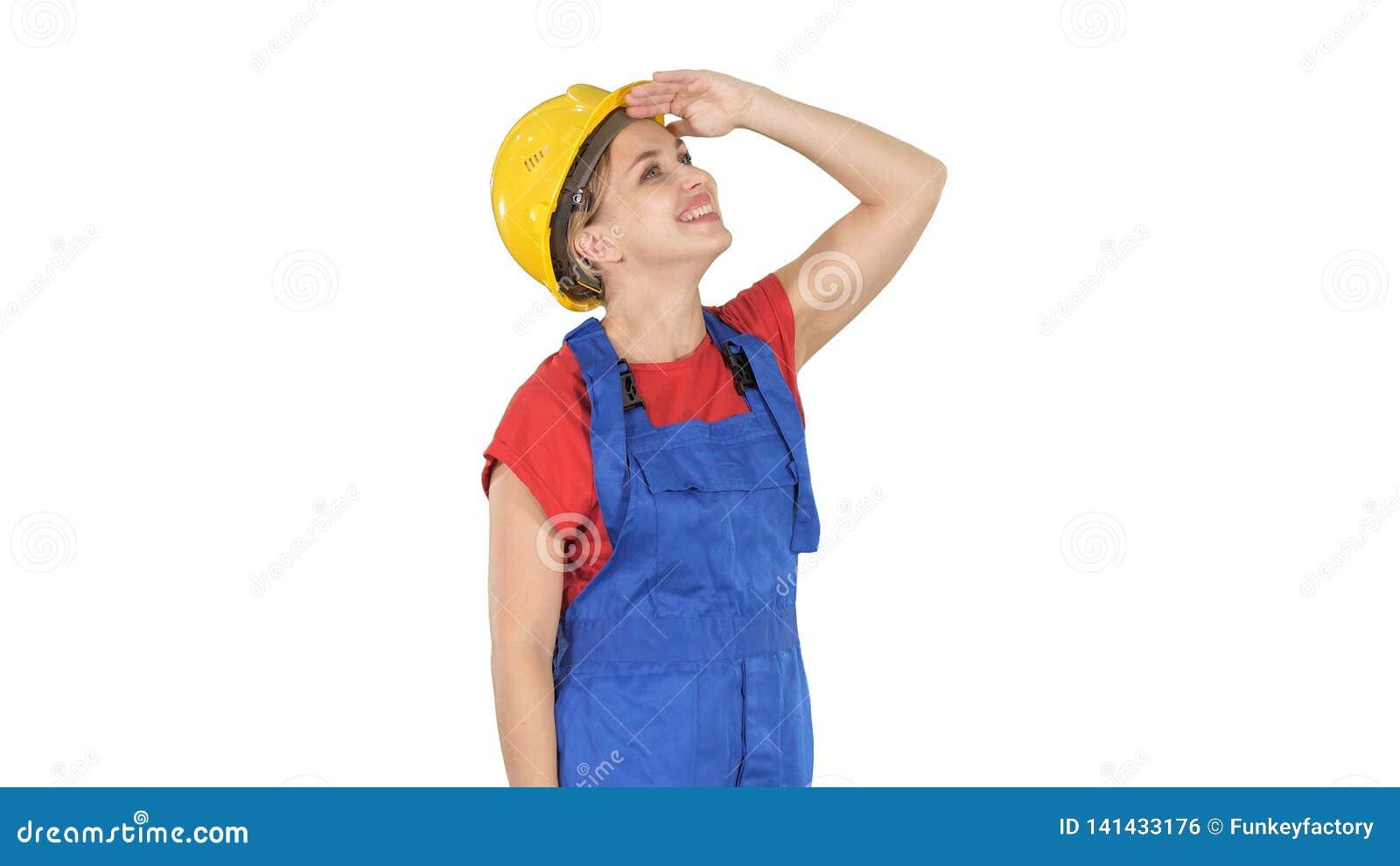 Teknikerbyggnadsarbetarekvinna som ser upp på något som förbluffar och skrattar på vit bakgrund