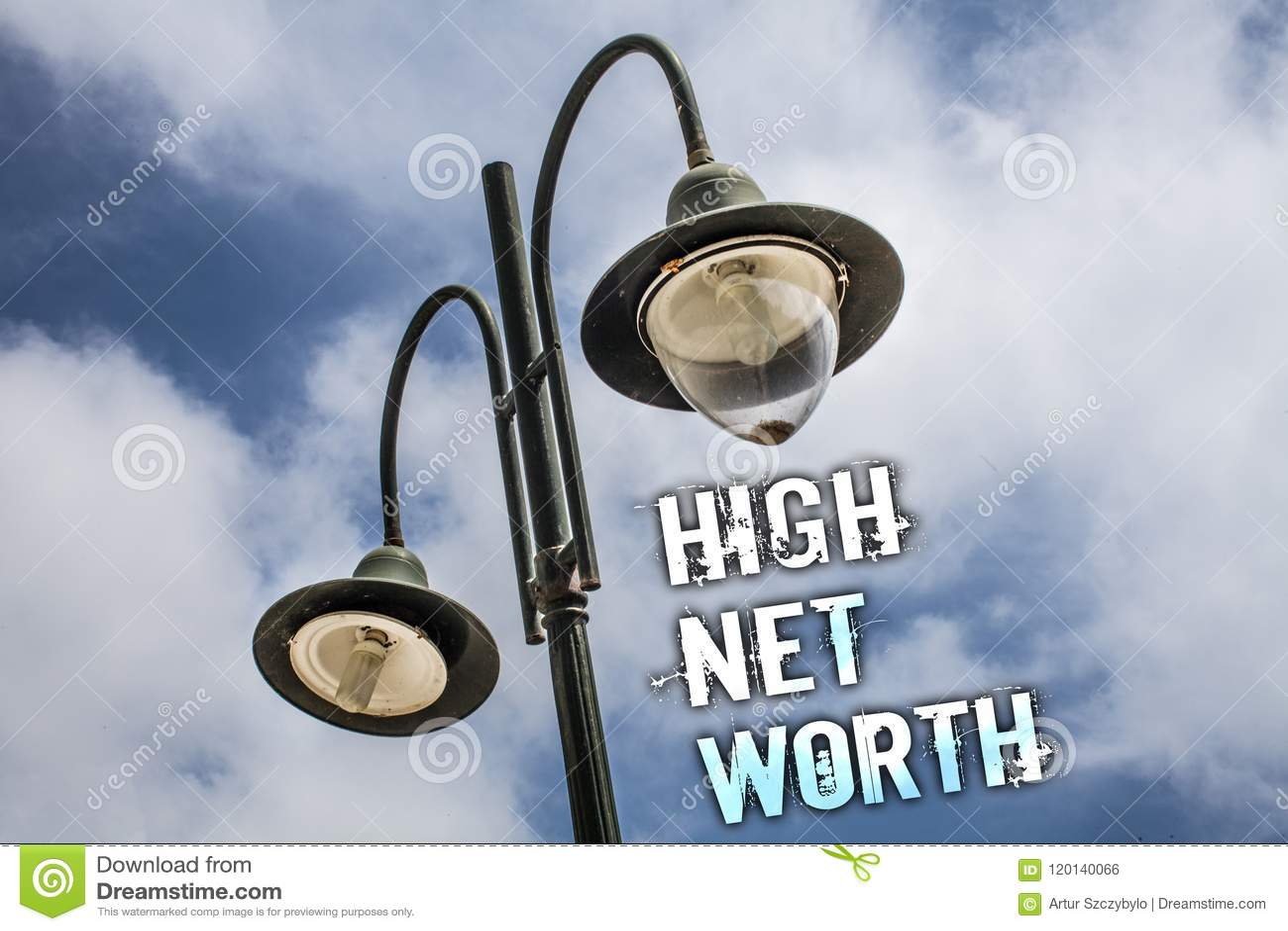 Teksta szyldowy pokazuje Wysoki Netto Worth Konceptualna fotografia cenna mieć Coś drogi klasy firmy Dwoistego światła poczta nie