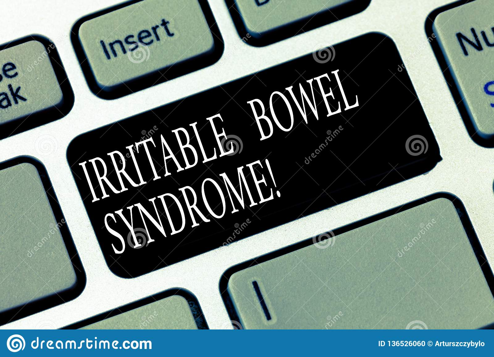 Teksta znak pokazuje Gniewliwej kiszki syndrom Konceptualny fotografia nieład wymaga brzusznego bólu i biegunki Klawiaturowego kl