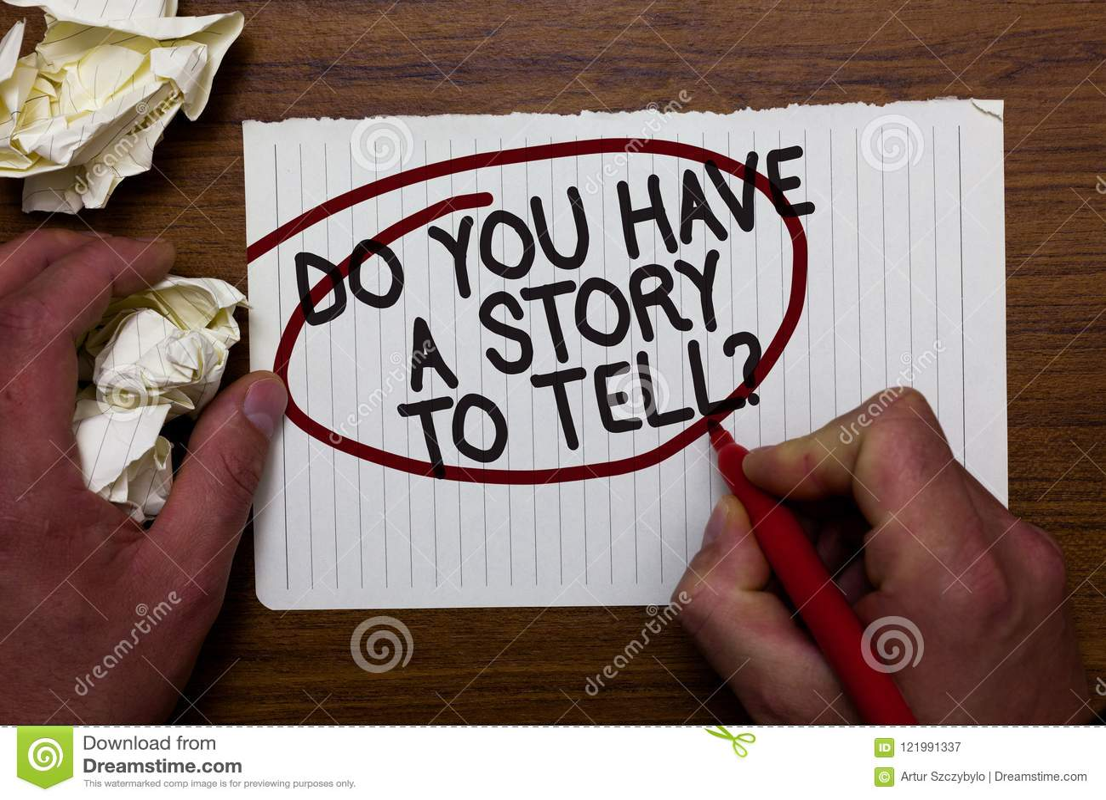 Teksta znaka seans Ty Masz opowieść Mówić pytanie Konceptualny fotografii relaci wspominek bajek doświadczeń ręki chwyta papier l