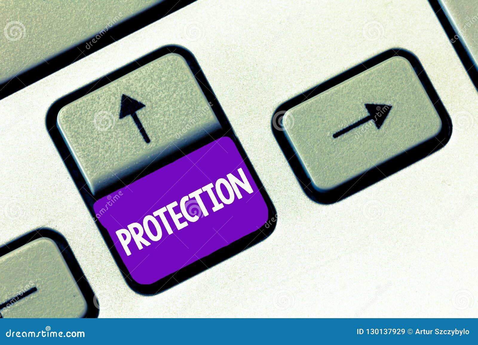 Tekstteken die Bescherming tonen De conceptuele fotostaat van wordt beschermd gehouden tegen het gevaar van het kwaadverlies geef