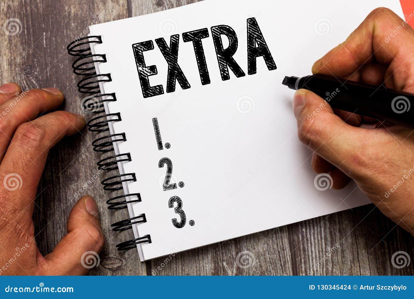 Tekstteken die extra tonen De conceptuele die foto aan bestaand of gebruikelijk normaal bedragaantal daarnaast wordt toegevoegd g