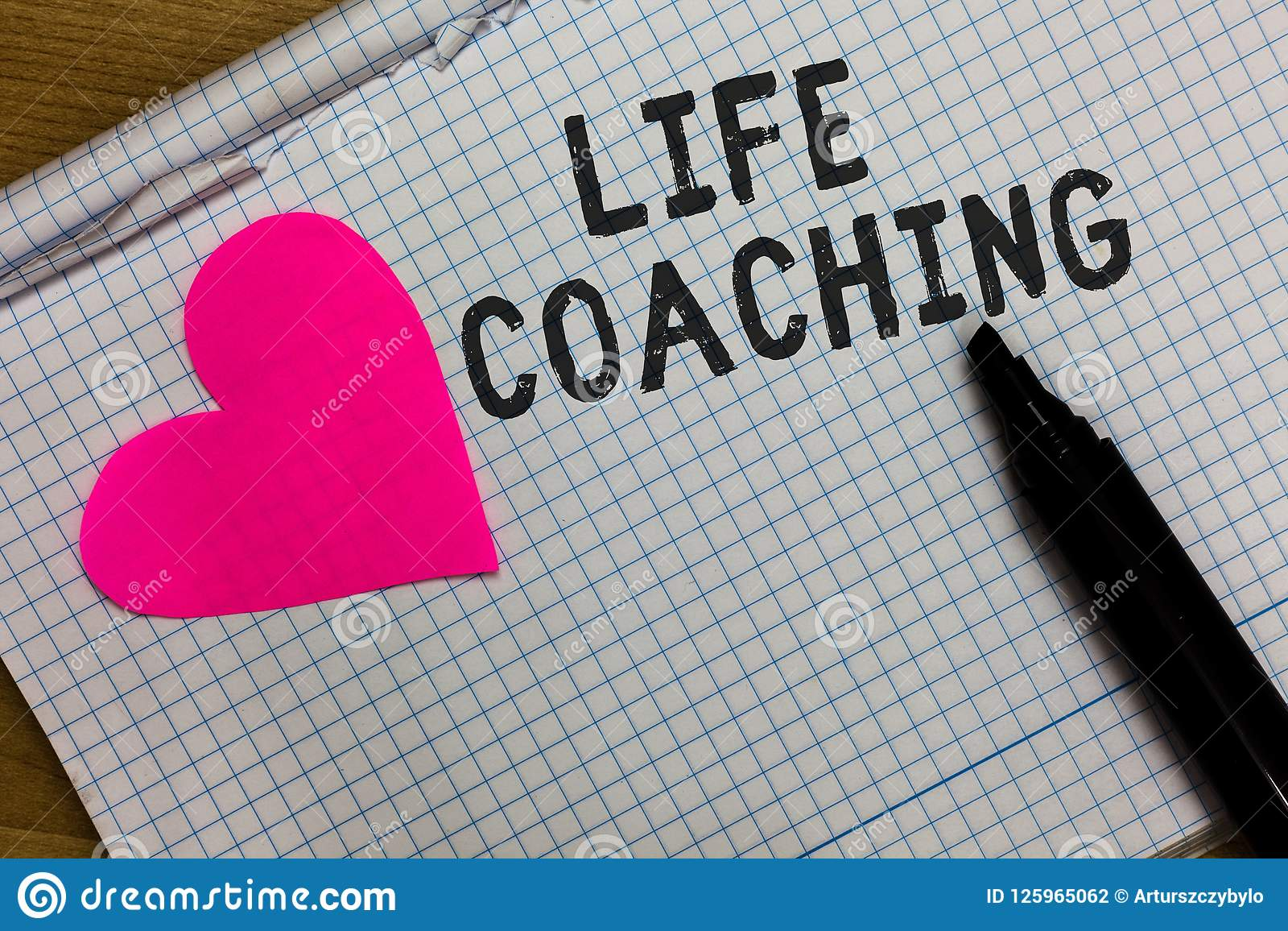 Tekstteken die het Leven het Trainen tonen De conceptuele foto verbetert het Leven door Uitdagingen aanmoedigt ons in ons Carrièr