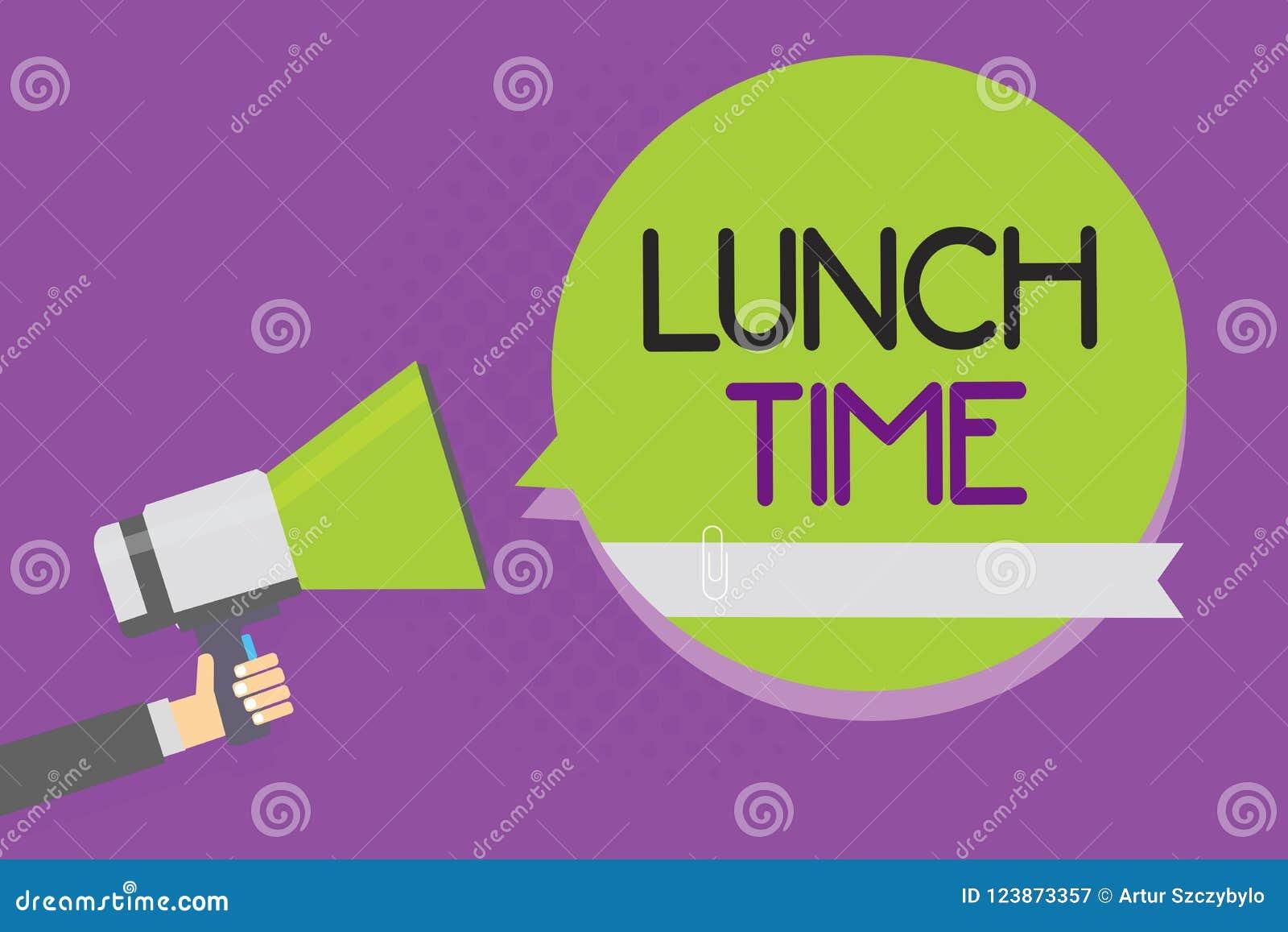 Tekstteken die Lunchtijd tonen Conceptuele fotomaaltijd in het midden van de dag na ontbijt en vóór de holdingsmegapho van de din
