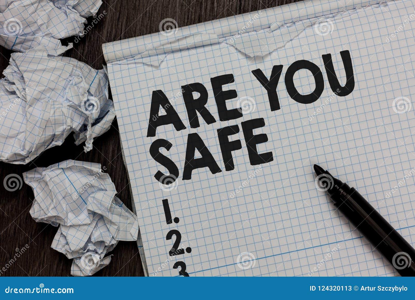 Tekstteken het tonen is Veilig u De conceptuele foto Vrij van gevaar die geen Kwaad voorzien kwetste fysisch Teller over notitieb