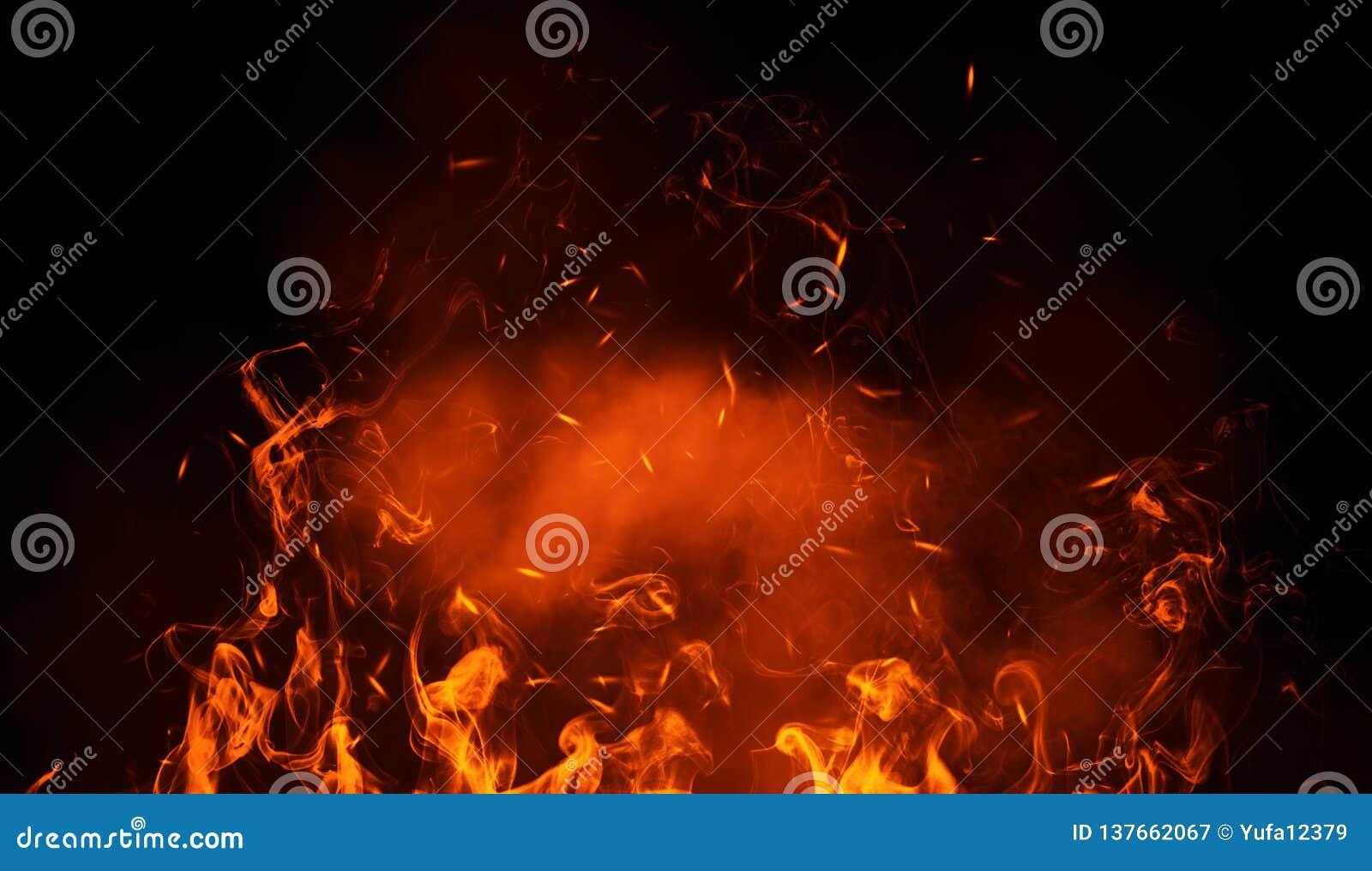 Tekstura oparzenie ogień z cząsteczek embers Płomienie na odosobnionym czarnym tle Tekstura dla sztandaru, ulotka, karta