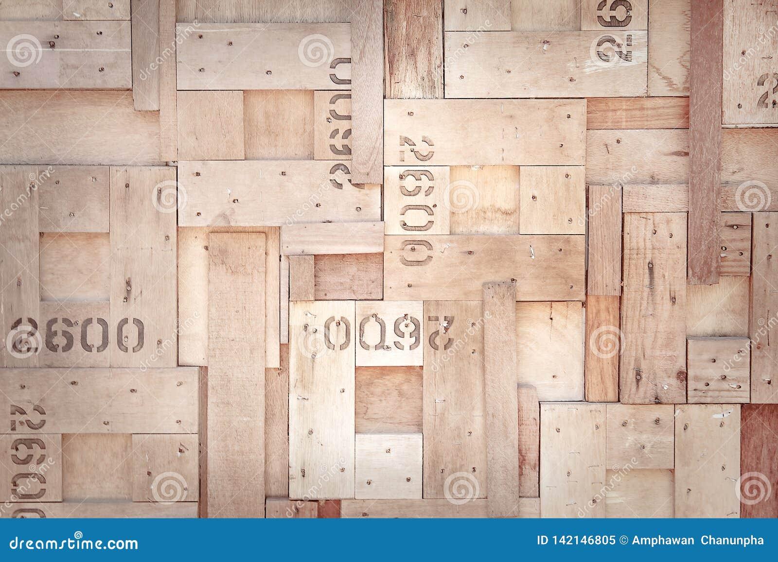 Tekstury nasunięcia dekoracyjna natura stary brązu drewno w kwadratów wzorach z liczbą na ściennym tle, dwa, sześć i zero,