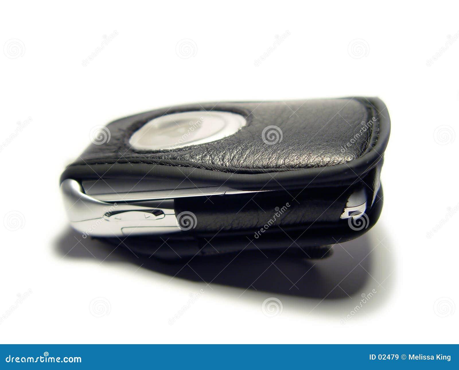 Teléfono celular con el caso cerrado