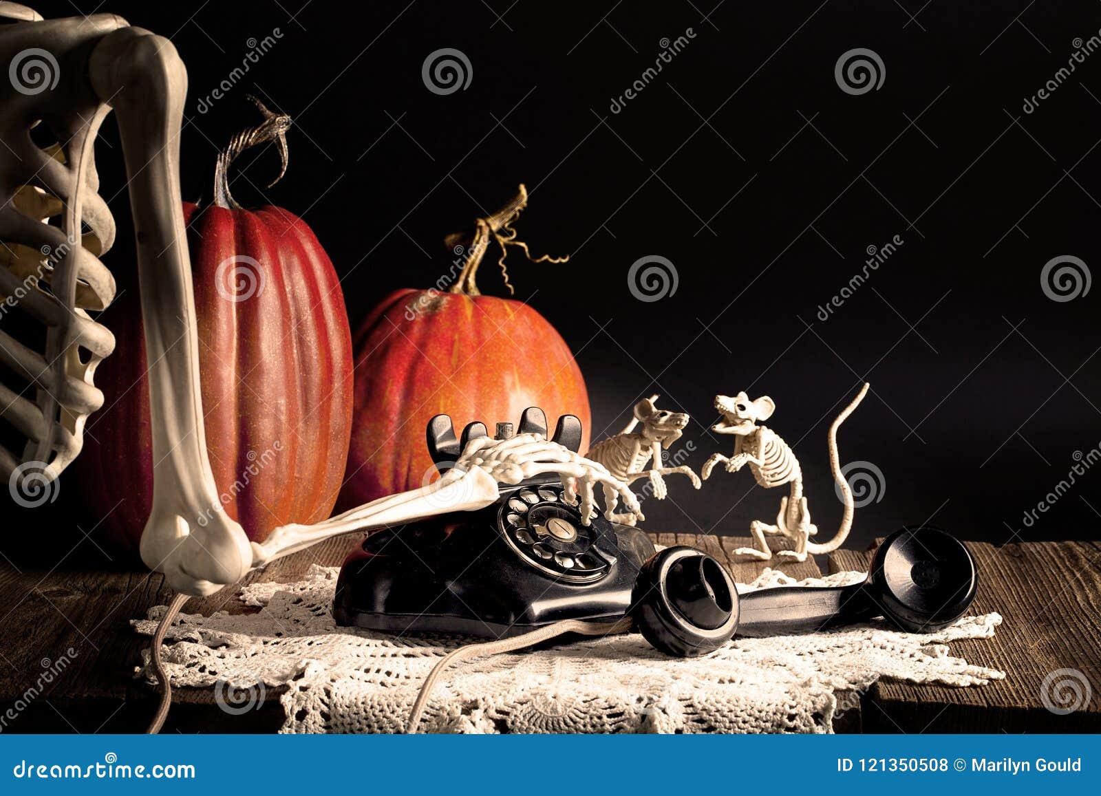 Teléfono de marca esquelético del vintage de Halloween