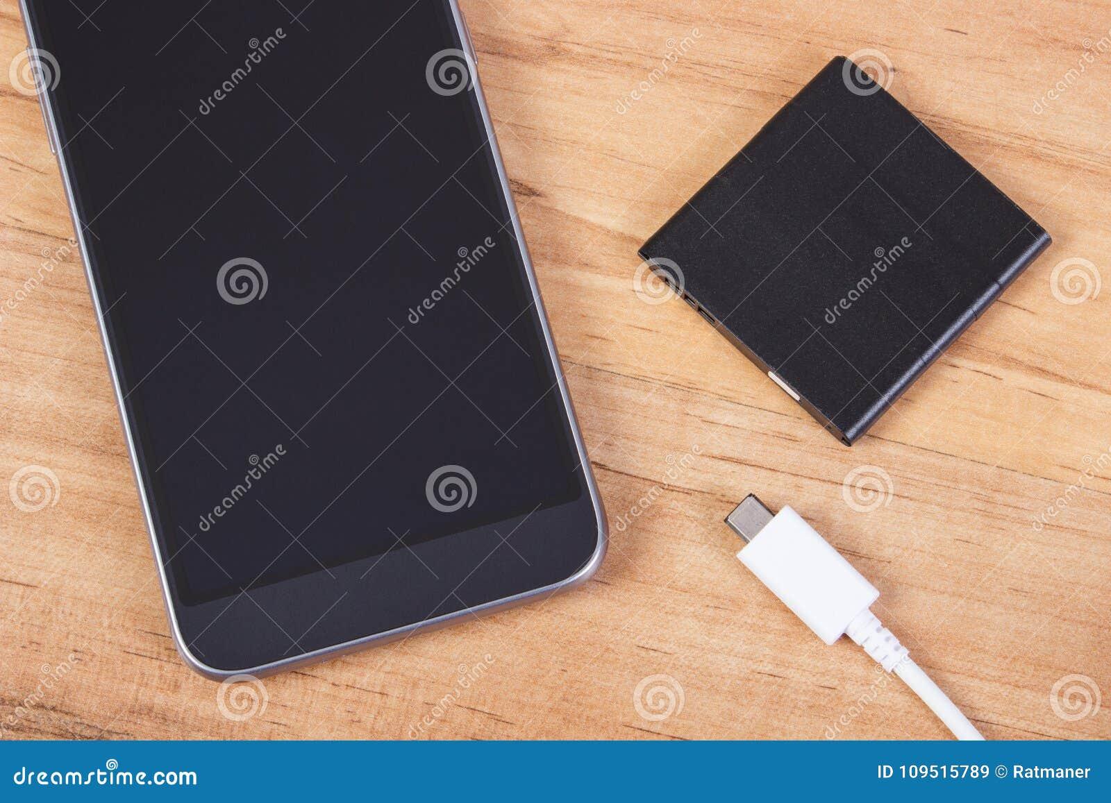 Teléfono móvil, enchufe del cargador y batería del teléfono