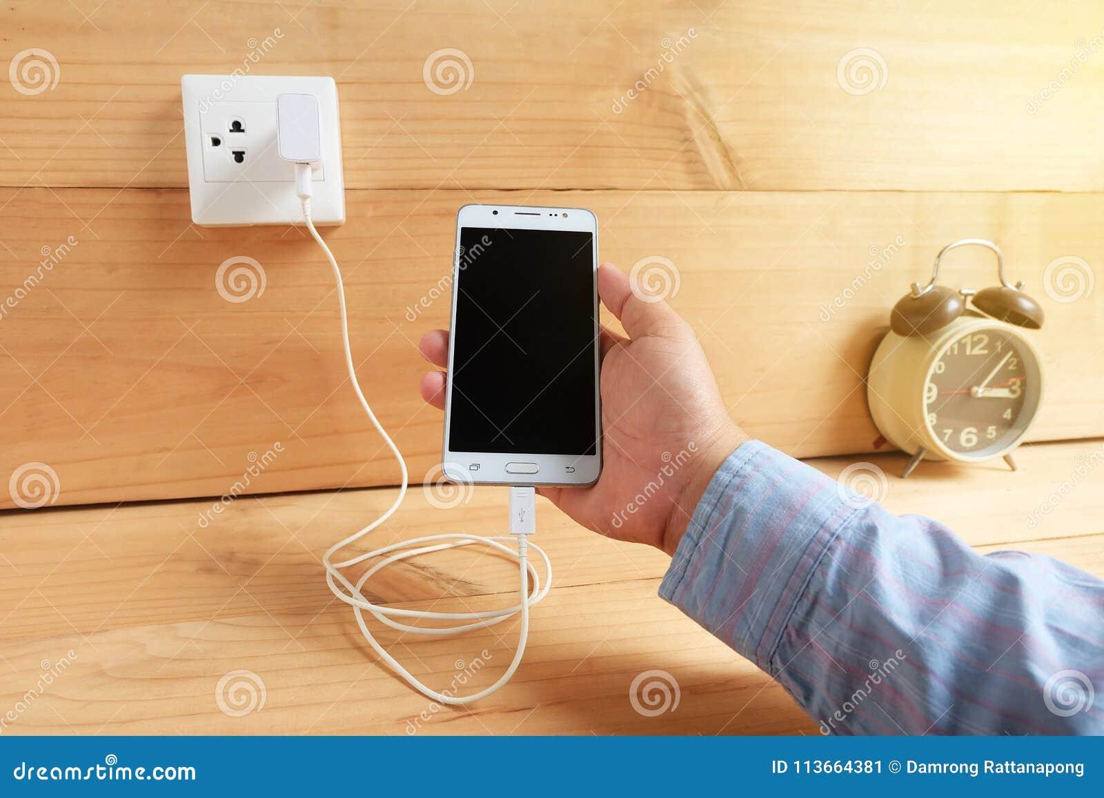 Teléfono móvil y carga