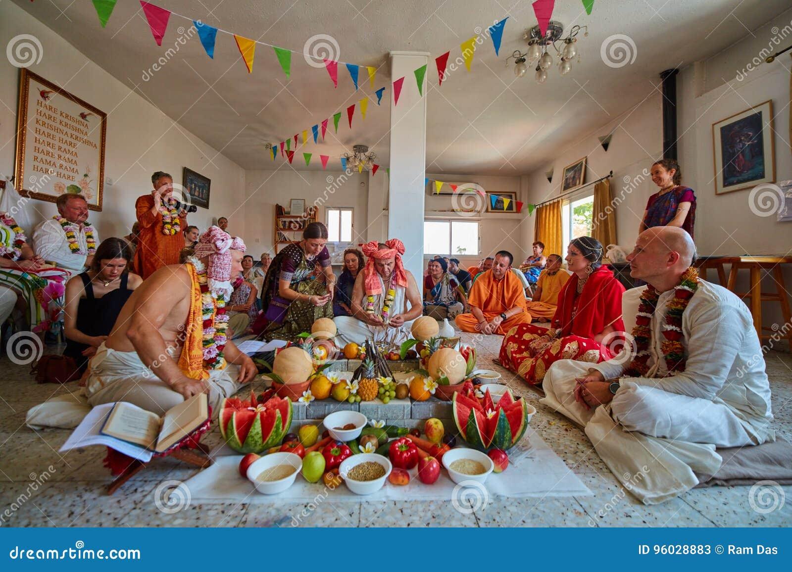 Tel Aviv - 10 05 2017: Vedic tradycyjny Zajęczy Krishna poślubia ta