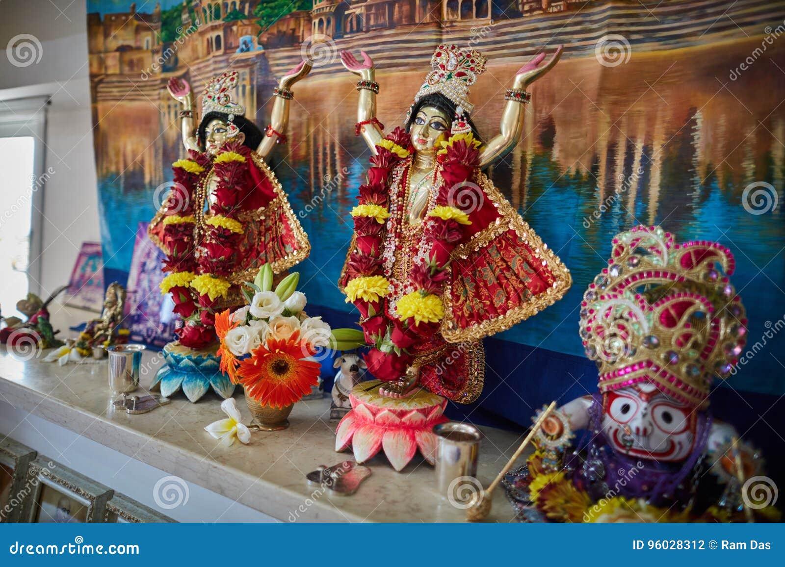 Tel Aviv - 10 05 2017: Zajęcza Krishna Gaura Nitay forma bóg na a