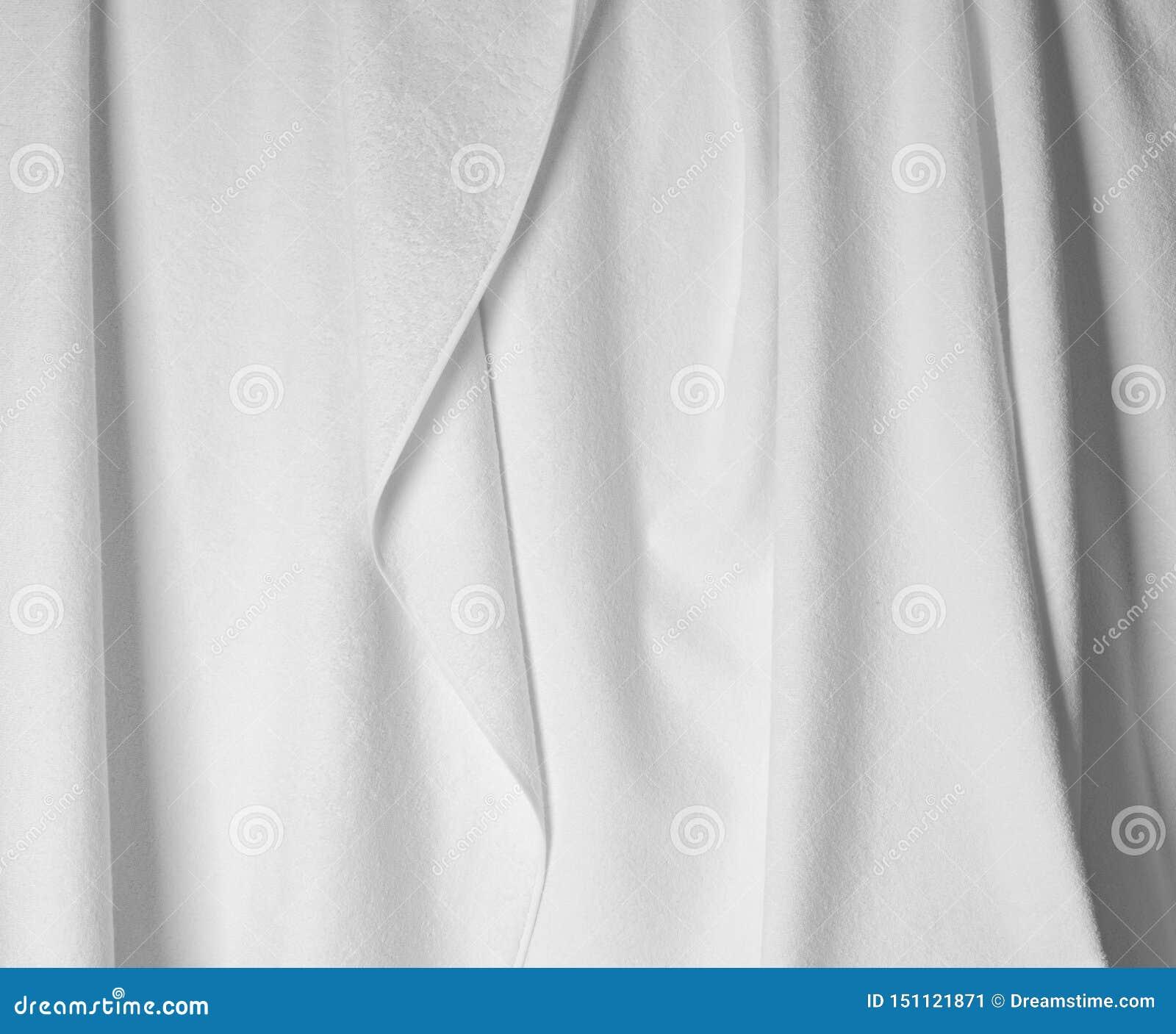 Tela branca com as dobras próximas acima da foto