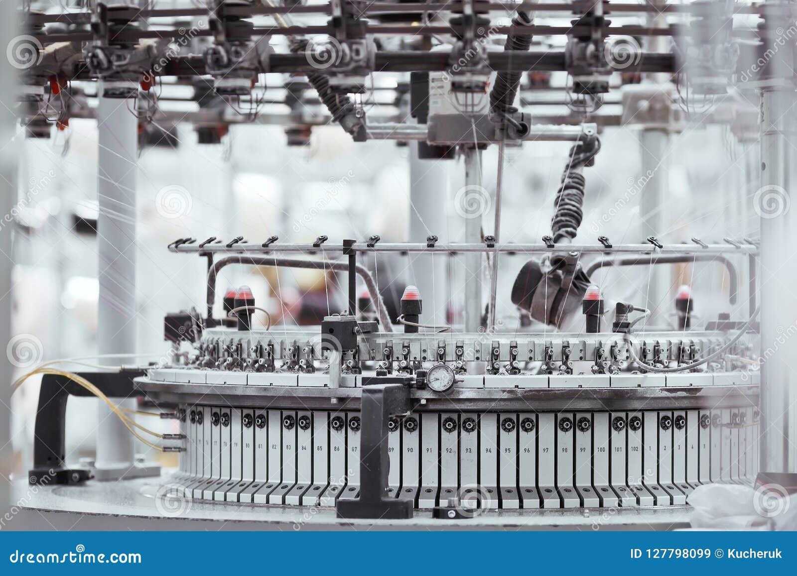 Tela hecha punto Fábrica de la materia textil en cadena de producción de giro y una compañía de la producción de maquinaria y de