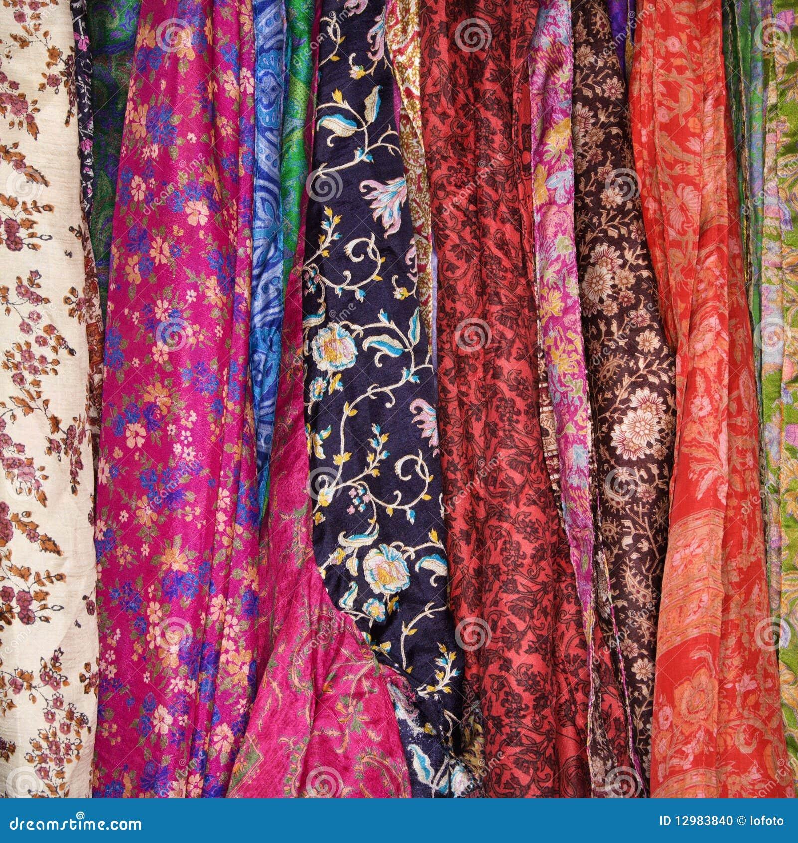 Más imágenes similares de ` Tela y bufandas coloridas `