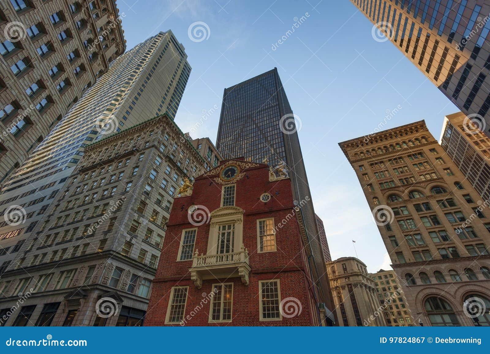 Telaio dei grattacieli di Boston sopra la vecchia Camera dello stato