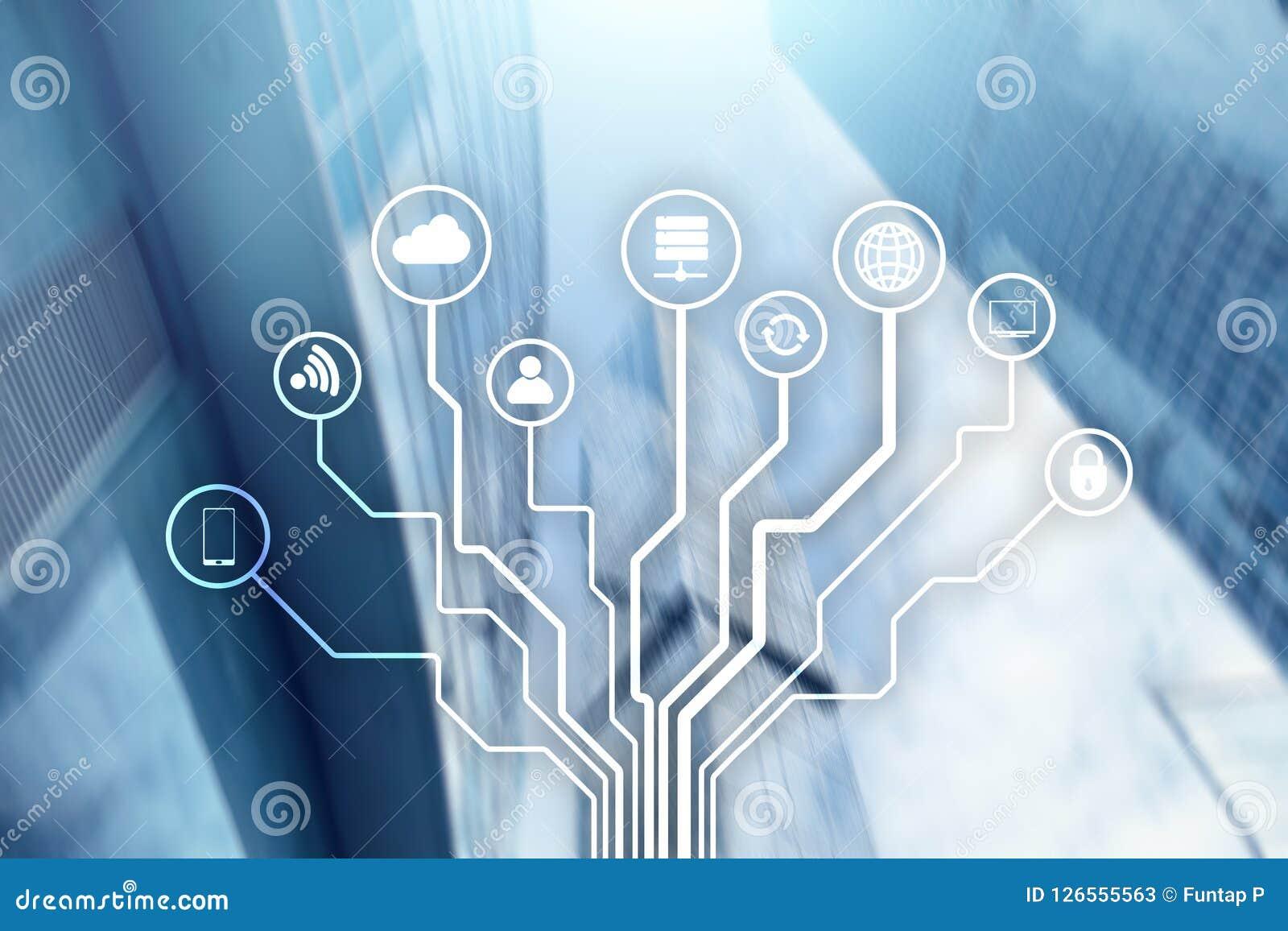 Telecommunicatie en IOT-concept op vage commerciële centrumachtergrond