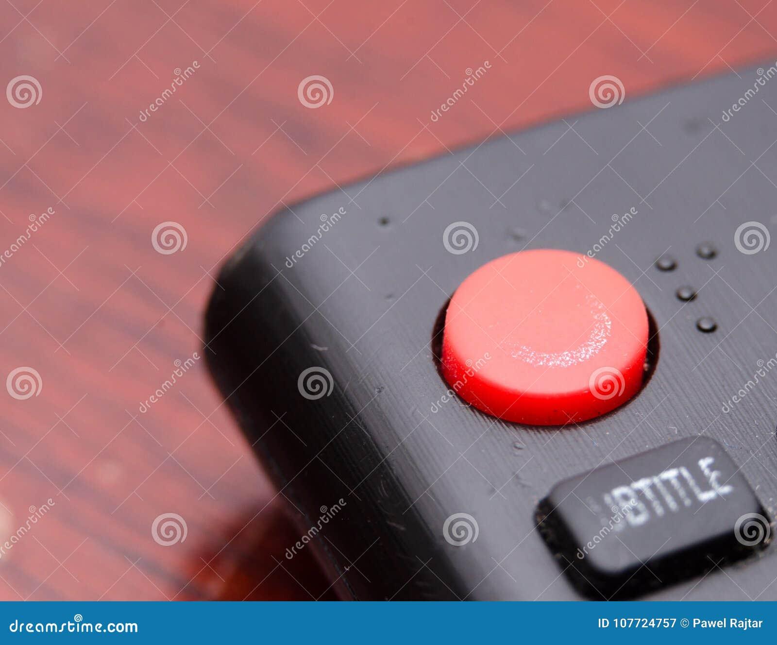 Teledirigido de la TV fotografiado encima del cierre, usted puede ver las llaves para cambiar los programas