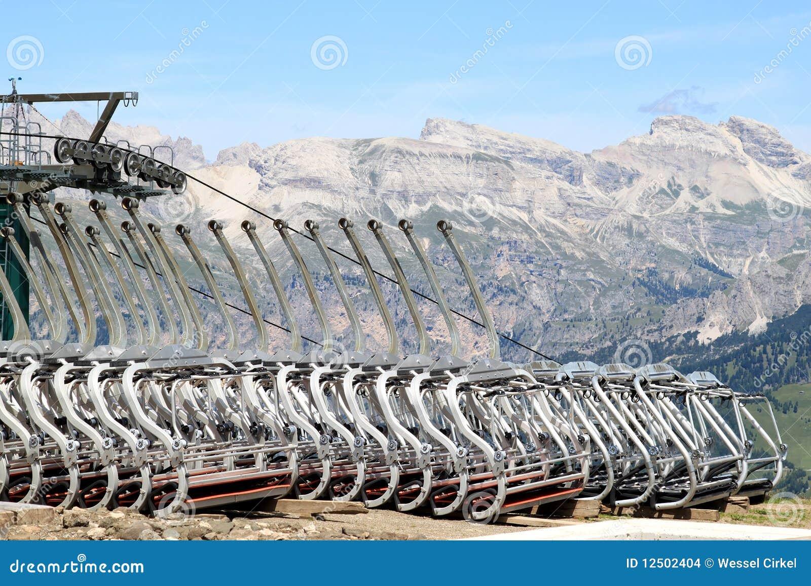 Teleféricos em cima da coluna Rodella, dolomites italianas