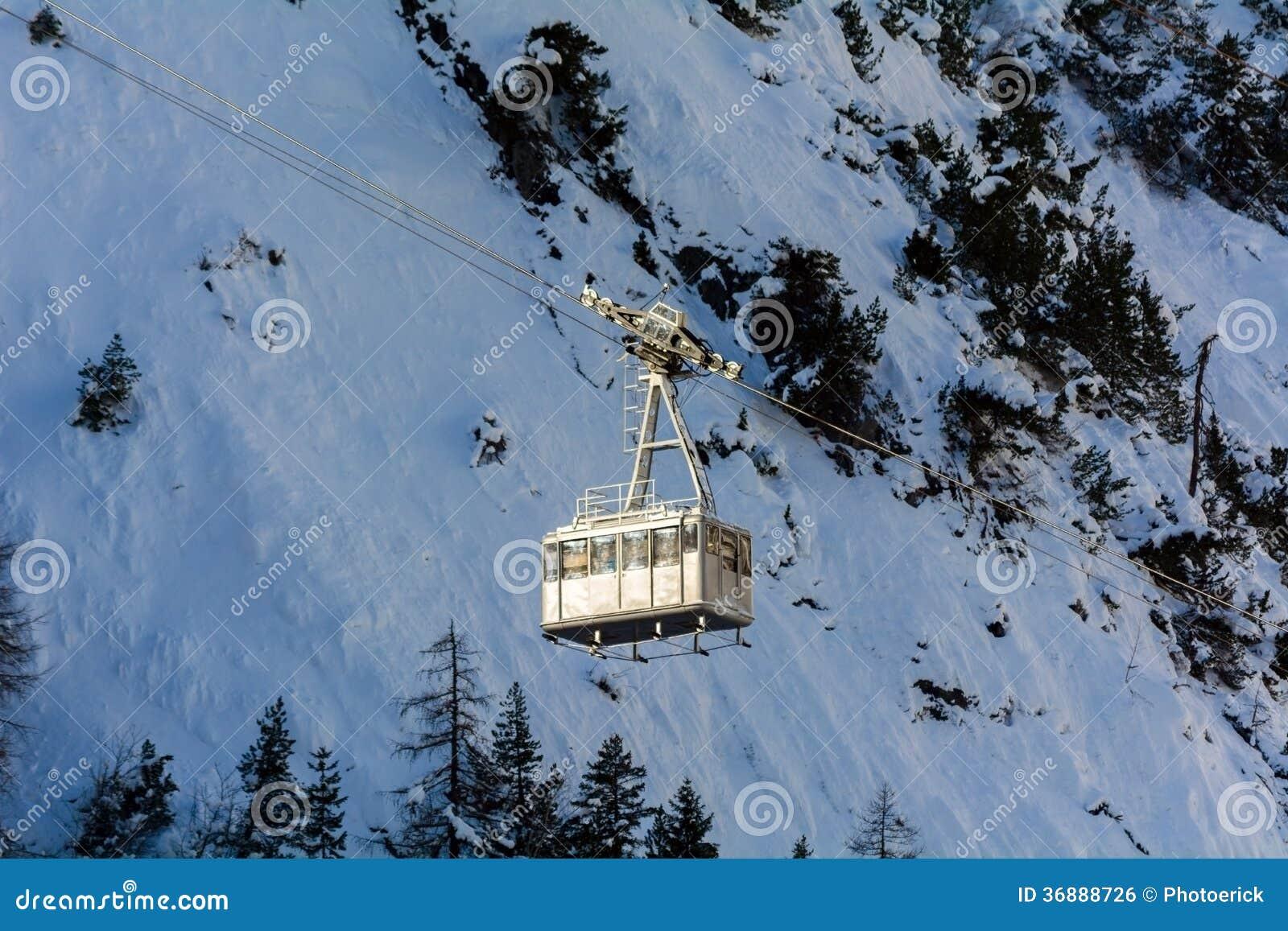 Download Teleferica Per Gli Sciatori Fotografia Stock - Immagine di trasporto, carrello: 36888726