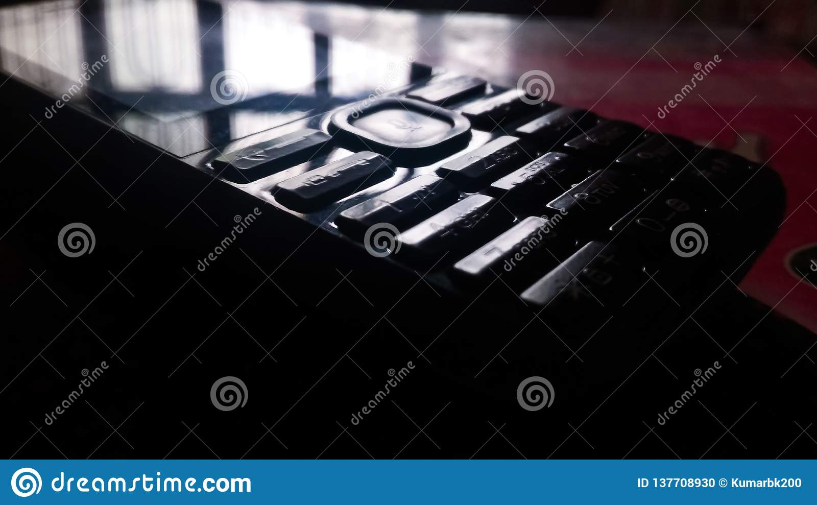 Telefon komórkowy ODBIJA światło