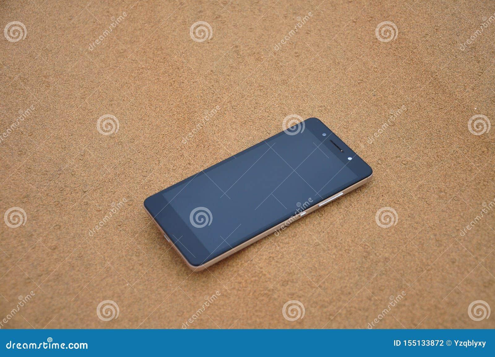 Telefon komórkowy w pustyni