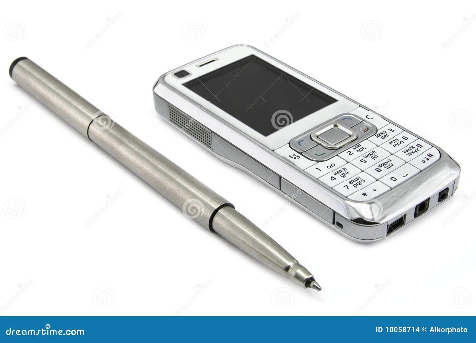 Telefone móvel e pena