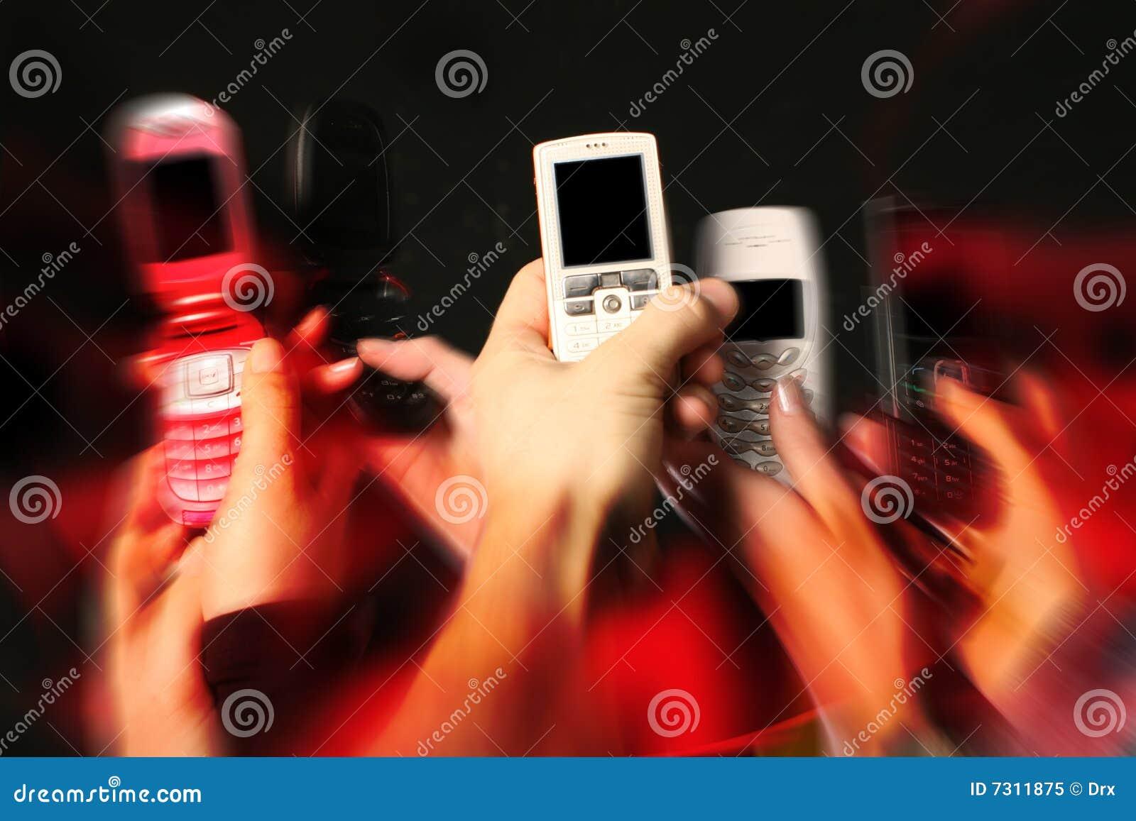 Telefoni delle cellule in mani