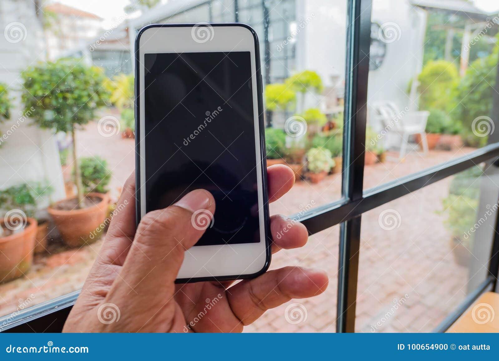 Telefono di uso del telefono del primo piano a for Disposizione del piano piscina