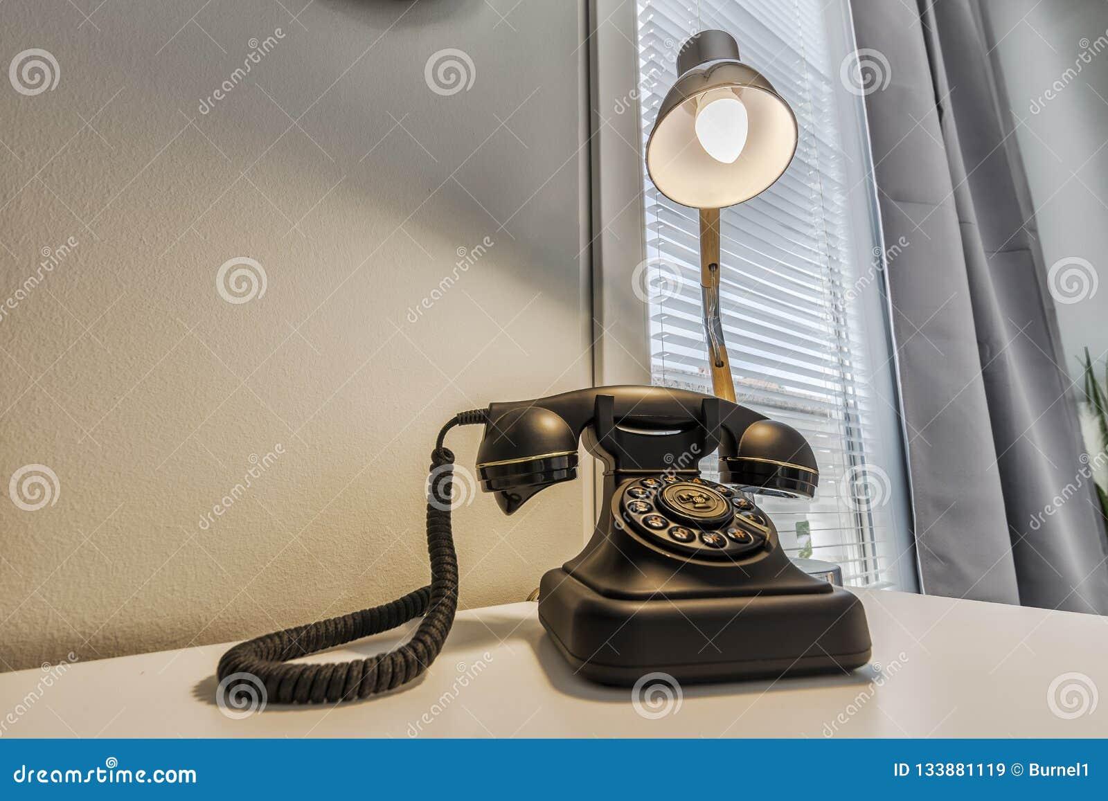Telefoon en lamp