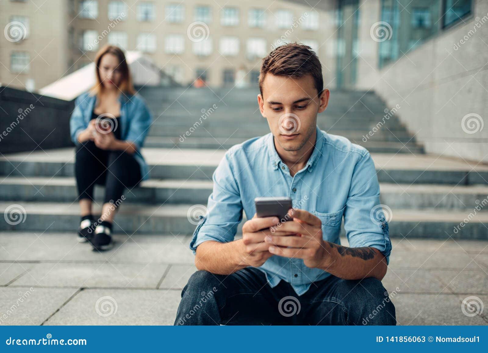 Telefoonverslaving, gewijde mensen, moderne levensstijl
