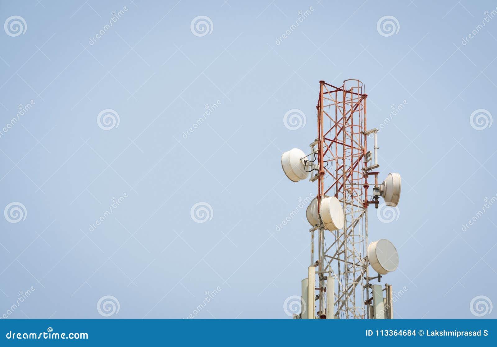 Telekommunikationantenntorn med kopieringsutrymme