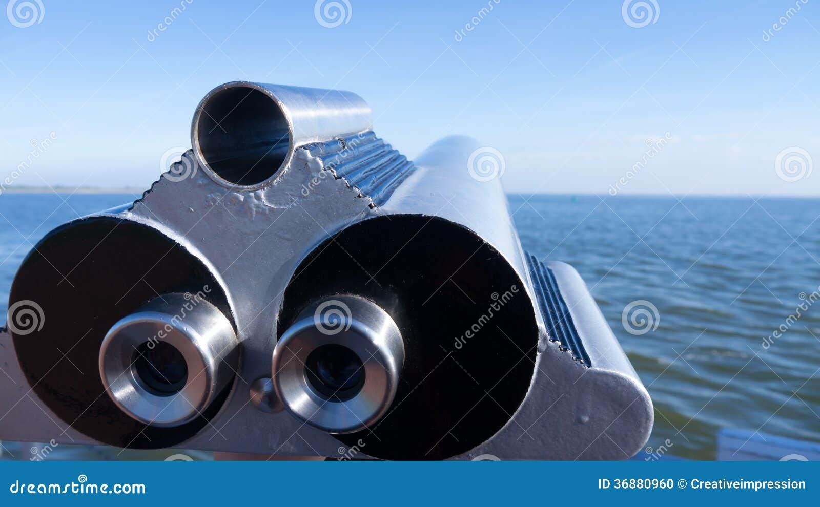Download Telescopio in mare fotografia stock. Immagine di copia - 36880960