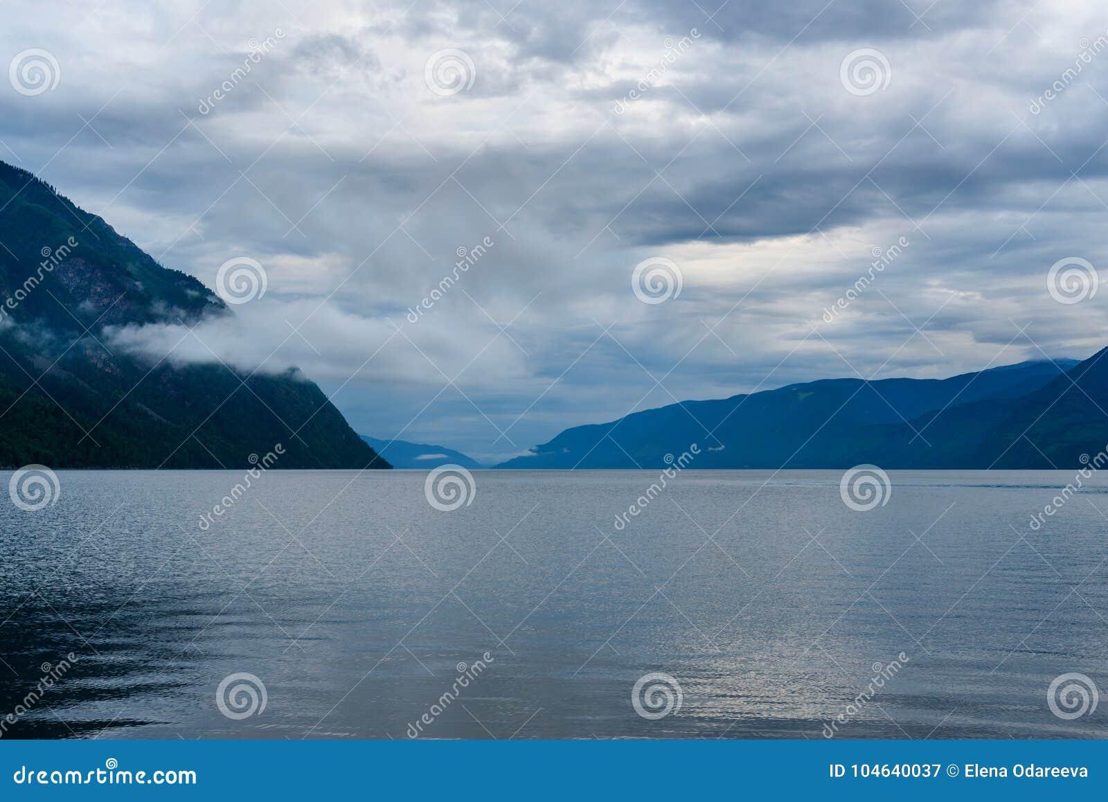 Download Teletskoyemeer In De Ochtend Mening Van Zuidelijke Kust Altairepubliek Rusland Stock Afbeelding - Afbeelding bestaande uit openlucht, wolk: 104640037