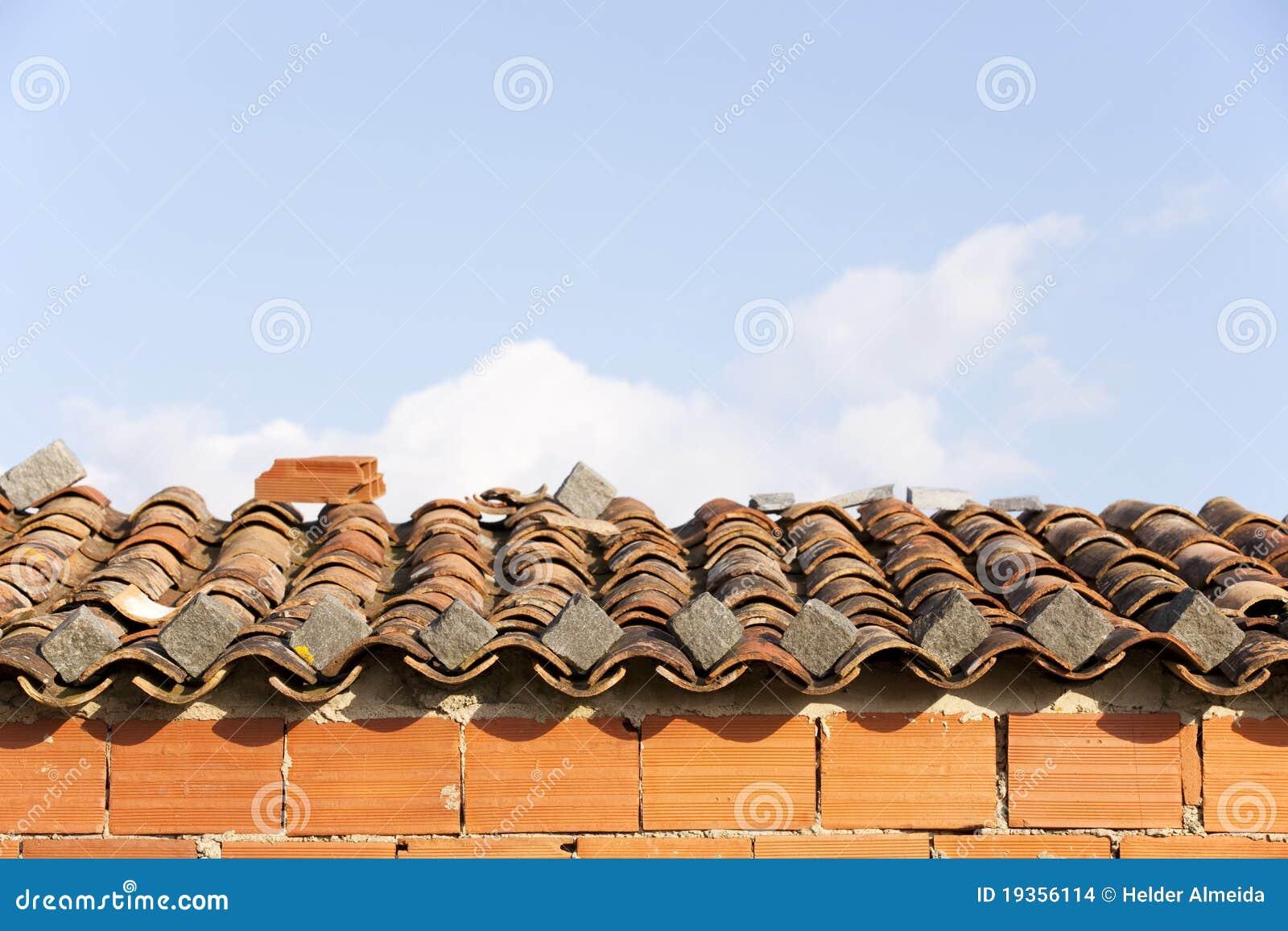 Telhado de telha velho