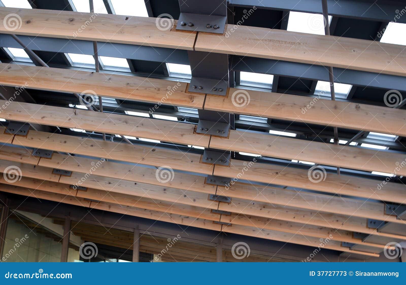 Telhado Do Metal Com Viga De Madeira Fotos de Stock Imagem: 37727773 #876444 1300x930