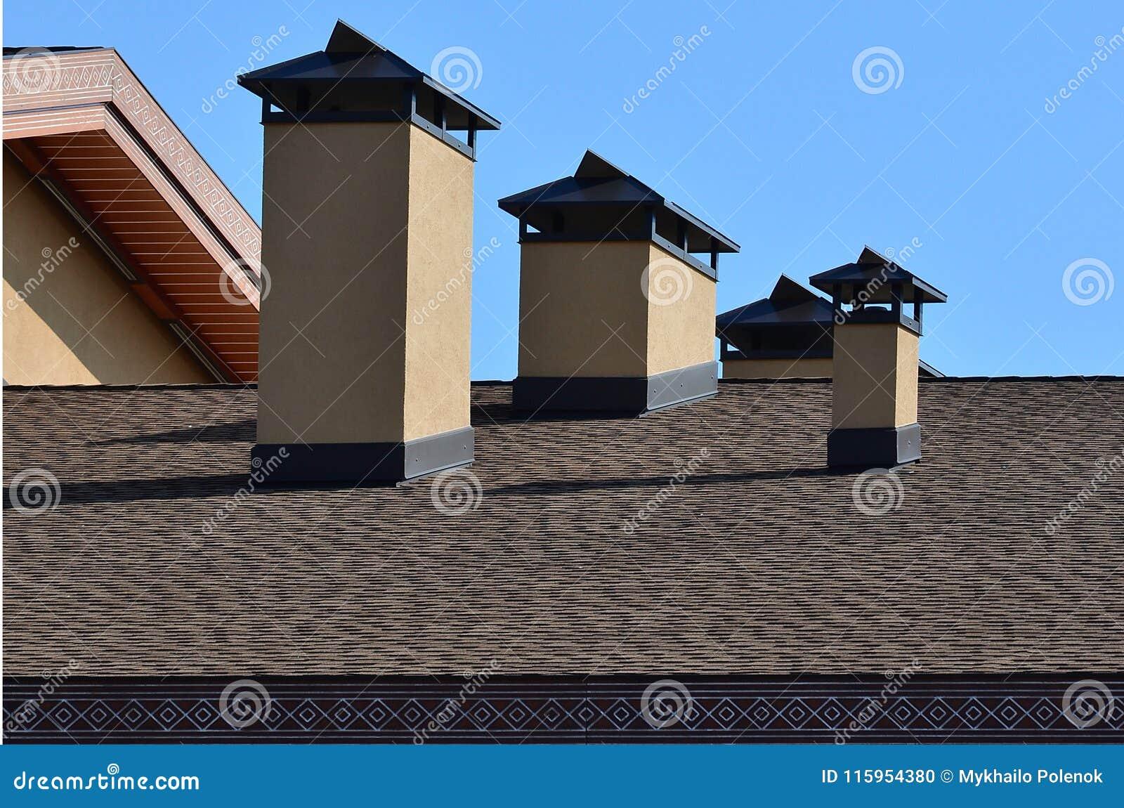 Telhado e decoração modernos das chaminés Telhas flexíveis do betume ou da ardósia A ausência de corrosão e de condensação devido